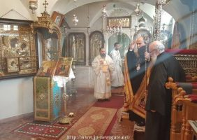 Prea Fericirea Sa conducând sluja Sfintei Liturghii în a doua zi de Crăciun