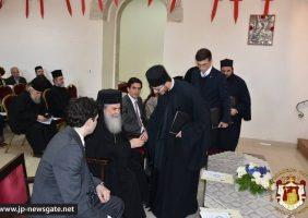 Întâi Stătătorii Bisericilor, Patriarhul Ecumenic și Patriarhul Ierusalimului, schimbând daruri