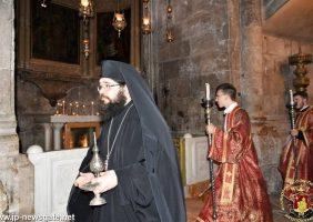 Arhimandritul Tadeus si diaconii în timpul căditului