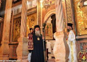 ÎPS Arhiepiscop Dimitrie de Lydda conducând Sfânta Liturghie