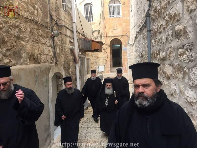 Frăția Sfântului Mormânt se duce la slujba de priveghere pentru Anul Nou