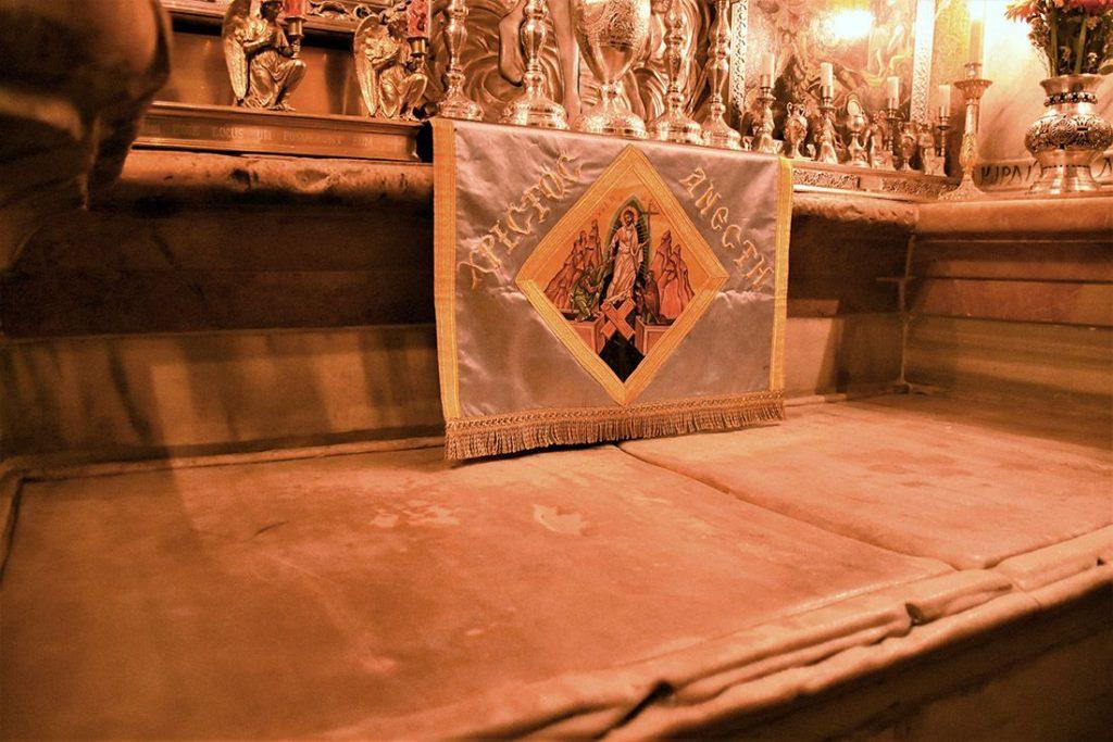 Mormântul Sfânt 51