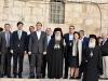 Domnul Tsipras alături de Prea Fericitul Patriarh, de doamna Moropoulou și de suita care i-a însoțit până la Biserica Învierii