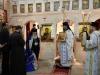 Prea Fericirea Sa rugându-Se să primească binecuvântarea la Biserica Sf. Gheorghe din Bourkin