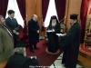 Domnul Mavroedis oferind Prea Fericirii Sale emblema Greciei