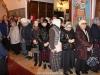 Creștinii evlavioși adunați la slujbă