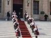 Primirea la Primăria din Rodos de către fete în costume tradiționale