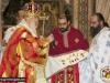 ÎPS Mitropolit îl îmbracă pe părintele hirotonit