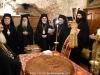 Tăierea Vasilopitei în biroul Bisericii Învierii