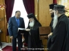 Preafericirea Sa oferă delegației suveniruri de la Patriarhie