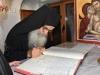 Membrii Sinodului semnează Codul de încredințare a  slujirii Arhiepiscopului Madabei