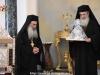 Arhiepiscopul-Ales Aristovul al Madabei oferă un dar Preafericirii Sale